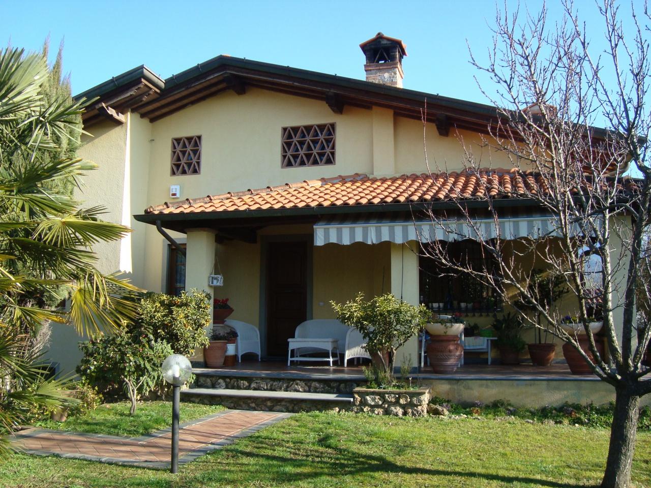 villa vendita pietrasanta periferia